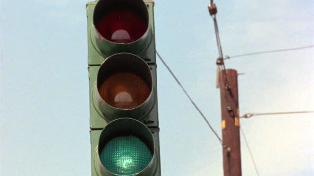 close angle of a traffic light or stoplight as it changes from green to yellow to red. static shot. - green light stoplight stock videos and b-roll footage