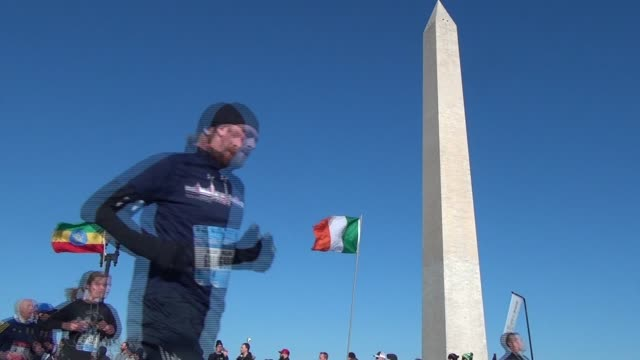vídeos y material grabado en eventos de stock de runners on course washington monument - salmini