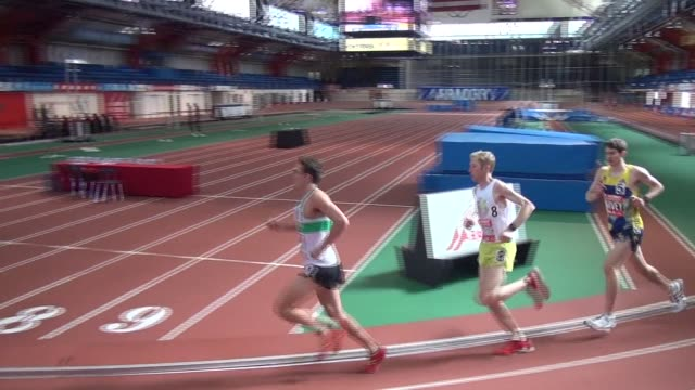 stockvideo's en b-roll-footage met elite runners race a 262 mile marathon on and indoor 200 meter track 209 laps - salmini