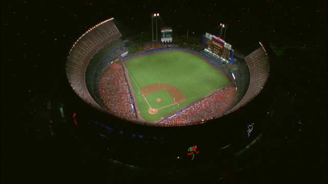 vídeos de stock, filmes e b-roll de aerial of baseball game at shea stadium with crowd of spectators in stands. baseball field. sports. queens, flushing meadows-corona park. - flushing meadows corona park