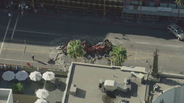 aerial of hollywood boulevard. rooftops of california landmark kodak theatre, grauman's chinese theatre, roosevelt hotel, el capitan theatre and multi-story office buildings. zooms in and out on overturned fire truck or semi truck crashed in center of cit - el capitan theatre stock videos & royalty-free footage