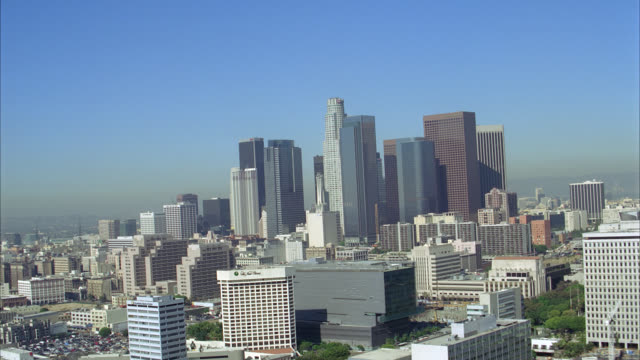 stockvideo's en b-roll-footage met aerial of multi-story office buildings of downtown los angeles skyline or cityscape. landmark skyscrapers include: us bank tower, aon center, kpmg and wells fargo towers, california plaza and  bank of america tower. close on at&t switching center, mellon - us bank tower