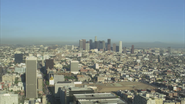 stockvideo's en b-roll-footage met aerial of buildings and cityscape of los angeles. multi-story office buildings or skyscrapers of downtown including landmarks: us bank tower, aon center, 777 tower,  bank of america tower and wells fargo tower. close on union bank of california building. - us bank tower