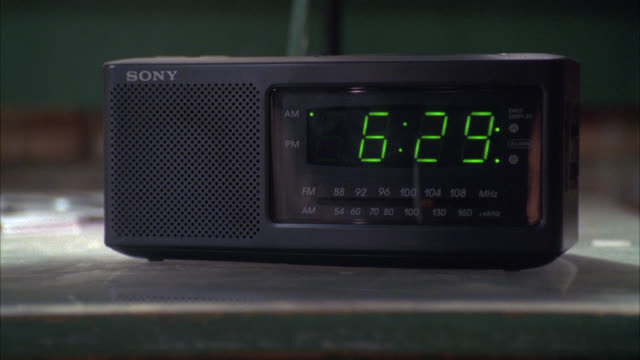 vídeos y material grabado en eventos de stock de close angle of alarm clock radio changing from 6:29 to 6:30. digital display. - radio