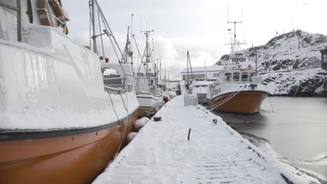 lofoten islands. frozen lake port panorama - aptenia stock-videos und b-roll-filmmaterial