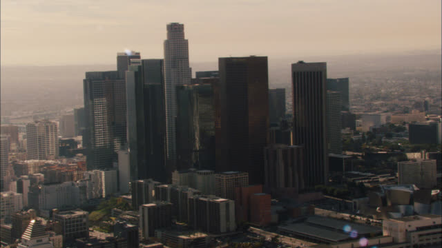 aerial zoom in over downtown los angeles skyline. cities. us bank tower visible. high rises and skyscrapers. mountains in bg. freeway visible. city hall visible. - us bank tower stock videos & royalty-free footage
