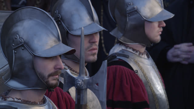 pan up from renaissance or medieval guards, could be royal to crowd of upper class, nobility or gentry people, townsfolk. could be audience at public trial, hearing or execution. - hinrichtung stock-videos und b-roll-filmmaterial