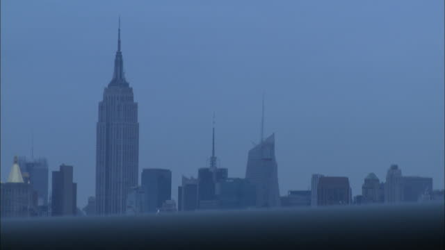 wide angle driving pov from right side of car driving on williamsburg bridge toward manhattan. high rise and skyscraper office buildings of new york city skyline, empire state building and citicorp building. - citigroup center manhattan stock videos & royalty-free footage