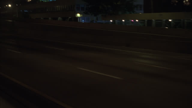 vídeos de stock, filmes e b-roll de process plate 3/4 left back driving on freeway or highway. cars driving past. could be pov from bus or truck. could be long island expressway through queens, nyc. - placa de processo