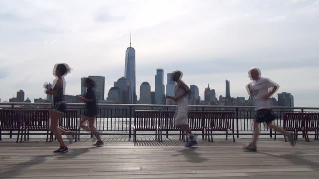 vídeos y material grabado en eventos de stock de freedom tower world trade center across river from runners - salmini