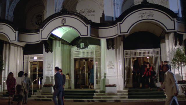 "wide angle of entrance and revolving doors of mark hopkins hotel. doorman. many people entering and exiting. upper class. nob hill.<p><a href=""https://www.sonypicturesstockfootage.com/footage?kid=4332"">for day-night matching shots, click here.</a><p> - nob hill stock videos & royalty-free footage"