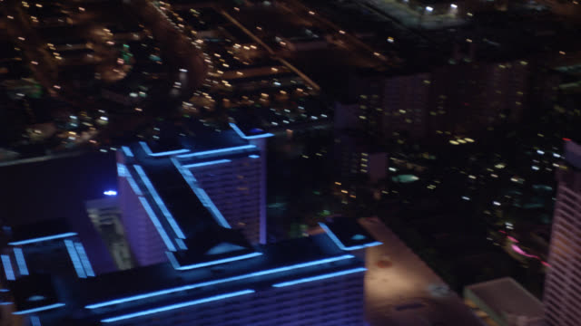 aerial of hotels and casinos on vegas strip. wynn, the venetian, harrah's, imperial palace, the flamingo all pass by camera. camera crosses strip to show birdseye pov of bellagio fountain. - las vegas crosses stock-videos und b-roll-filmmaterial