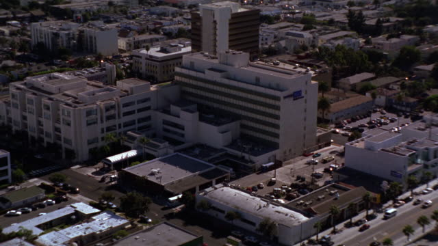 vídeos de stock e filmes b-roll de aerial of santa monica ucla medical center or hospital. city of santa monica. coast or coastline and ocean visible. - santa monica