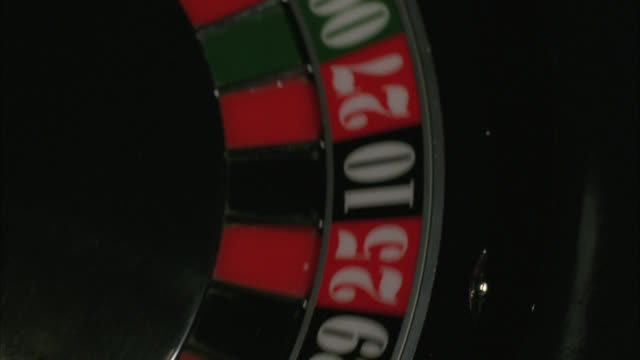 """close angle of roulette wheel spinning, ball lands in """"15 black"""" casinos. gambling. hard rock casino.preview file has been trimmed from master clip 2045-018. for additional footage, see clips 2045-901 to 2045-909. full clip available by calling sony pictu - ハードロックカフェ点の映像素材/bロール"""