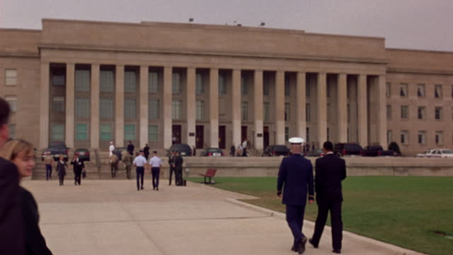 medium angle of pentagon with military officers climbing stairs towards building. see passing traffic in background. could be government building or city hall. - pentagon stock-videos und b-roll-filmmaterial