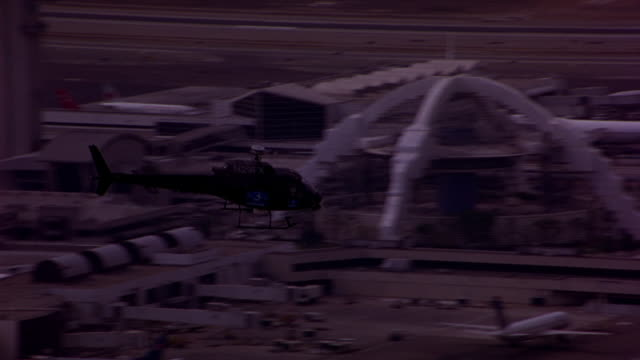 vídeos de stock, filmes e b-roll de aerial of a news helicopter flying over los angeles. - sony pictures entertainment