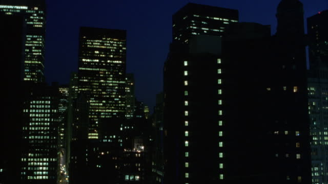 wide angle of midtown manhattan. see high rise buildings. marine midland bank, one liberty plaza building. night. - wide stock-videos und b-roll-filmmaterial