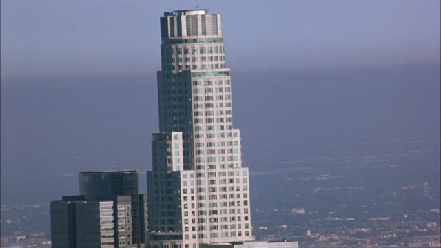 aerial over us bank tower in downtown los angeles. smoggy. - us bank tower stock videos & royalty-free footage