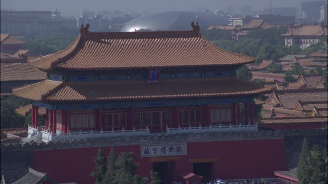 pull back from pagoda buildings inside forbidden city to courtyard full with tourists. people and crowds. asia. landmarks. - courtyard stock videos & royalty-free footage
