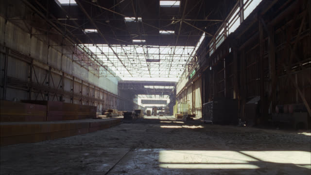 wide angle of empty abandoned warehouse or industrial building. - warehouse点の映像素材/bロール
