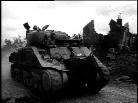 us soldiers smoking on break / ls soldiers cleaning tank barrels / ls tank driving down road / ls soldiers waving as tank drives by / ls tank drives... - rennes frankreich stock-videos und b-roll-filmmaterial