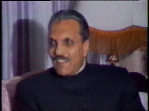 president zia-ul-haq and kirk douglas talking on a couch / peshawar, pakistan - narrating stock videos & royalty-free footage
