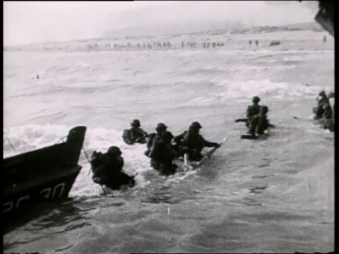 british troops going ashore at utah beach / normandy france - normandie stock-videos und b-roll-filmmaterial