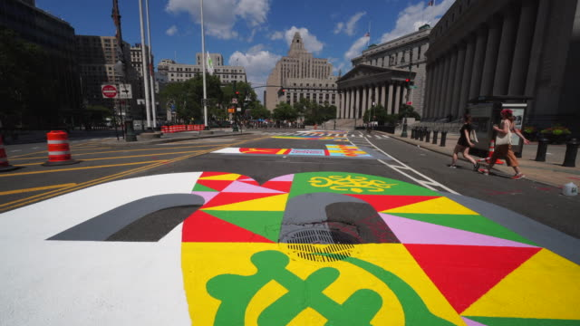 04th july 2020: black lives matter murals appear along centre street between worth street in lower manhattan in front of courthouse. artists create... - stato di emergenza video stock e b–roll
