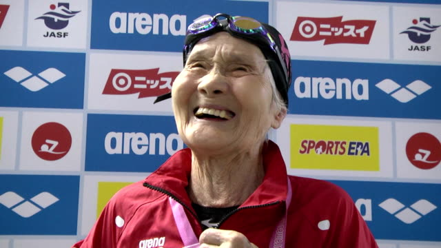 vídeos de stock e filmes b-roll de a 100year old japanese female mieko nagaoka world record holder of 1500meter freestyle in the category of 100 year old swimmer or older participated... - centenário