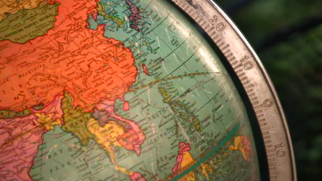 stockvideo's en b-roll-footage met hd 1080i antique spinning globe 6 - bureauglobe