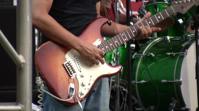 stockvideo's en b-roll-footage met hd 1080i electric guitar player outdoor concert austin texas 8 - austin texas