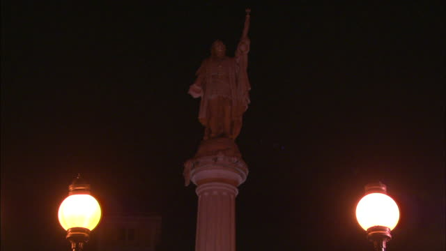 1080i hd night tu ws christopher columbus statue in plaza de colon zo ws statue fountain old san juan no people - christoph kolumbus stock-videos und b-roll-filmmaterial