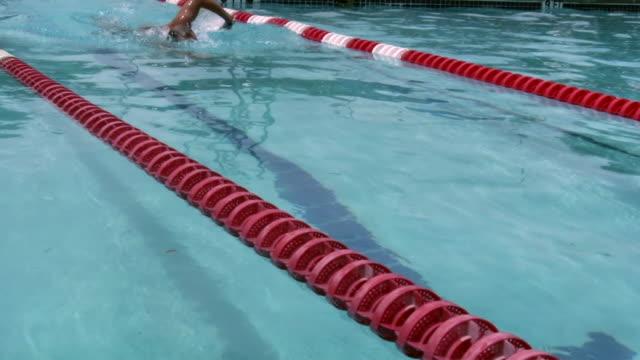 hd 1080 i piscina 1 - audio disponibile sulla versione digitale video stock e b–roll
