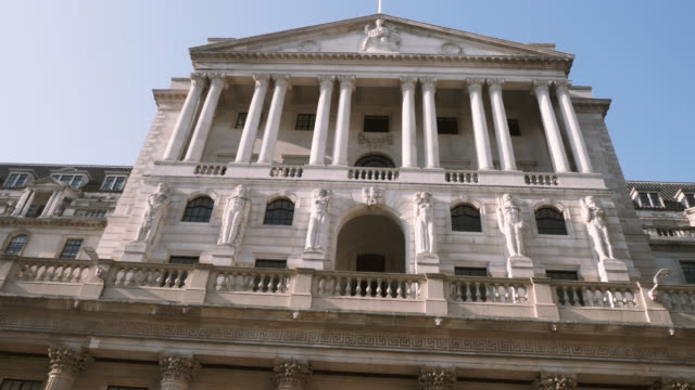 4k 10bit tilt view of the bank of england front entrance, the city, london, england, uk - money politics stock videos & royalty-free footage