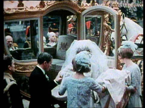 vidéos et rushes de 10mar1966 montage the marriage of crown princess beatrix and prince claus / netherlands - ornement