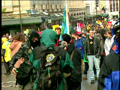 stockvideo's en b-roll-footage met 12jan1999 ws police clash with protesters during wto conference in seattle police use tear gas / seattle washington usa - 1999