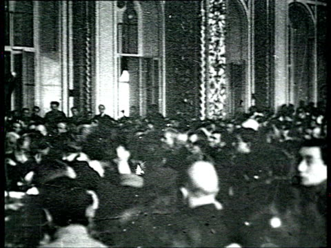 montage 13th bolshevik communist party congress delegates sitting at conference tables listening to leon trotsky giving speech men talking in... - 1924年点の映像素材/bロール