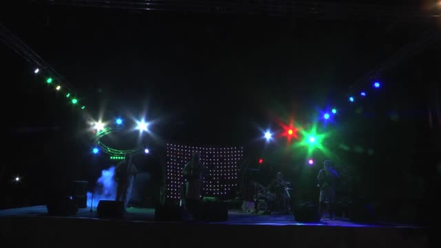 14th international nomads festival in morocco is continue on its 2nd day in emhamid district of zagoro morocco on march 17 2017 moroccon singer... - 2日目点の映像素材/bロール