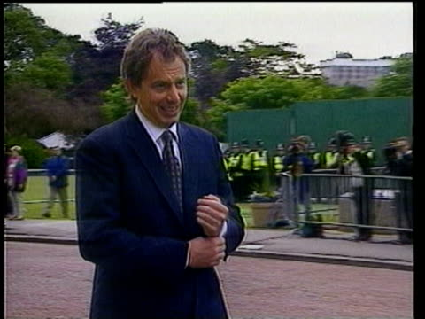 vídeos de stock, filmes e b-roll de jun-1998 montage continuing battles between english fans, tony blair reaction / marseilles, france / audio - traje completo
