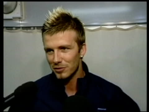 vídeos de stock e filmes b-roll de jun-2002 england beats denmark in world cup 2002; david beckham interview / niigata, japan / audio - 2002