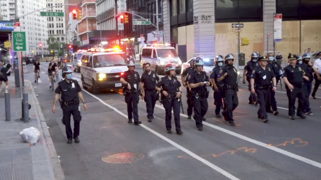 vidéos et rushes de 15th consecutive day of protest sparked by the death of george perry floyd jr. an african-american man who was killed by police during an arrest in... - police force