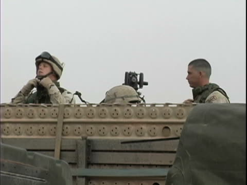 15th jan 2004 montage us soldiers preparing for convoy departure from iraq to kuwait / lsa anaconda iraq / audio - 2004年点の映像素材/bロール