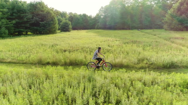 15-years-old teenager girl biking on the trail in the meadows at the ed. poconos, pennsylvania - pennsylvania stock videos & royalty-free footage