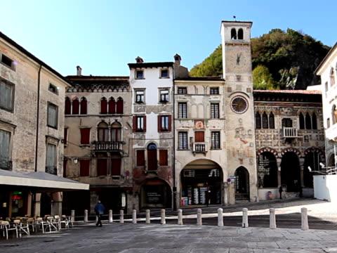 16 世紀のイタリアの街:ヴェネト vitorio - 美術工芸品点の映像素材/bロール