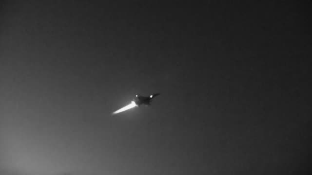 177th fighter wing conduct nighttime flying operations - general dynamics f 16 falcon stock videos & royalty-free footage