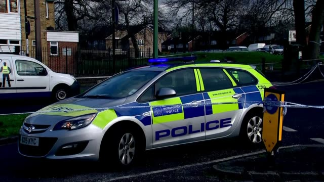 17yearold asylum seeker brutally attacked at bus stop in croydon crime scene general views england london croydon ext police vehicle and officers on... - seilabsperrung stock-videos und b-roll-filmmaterial