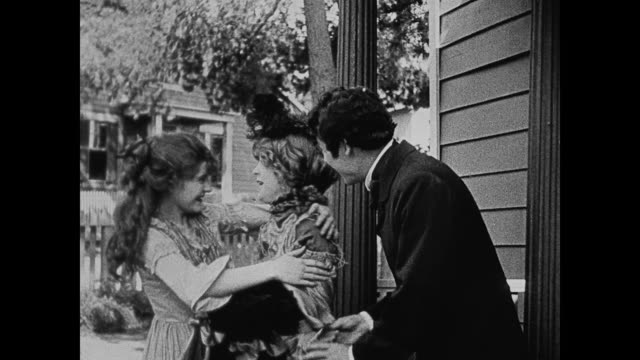 1860s a southern woman (lillian gish) receives a dramatically warm welcome from a man's (henry b. walthall) sister flora (mae marsh) - neunzehntes jahrhundert stock-videos und b-roll-filmmaterial