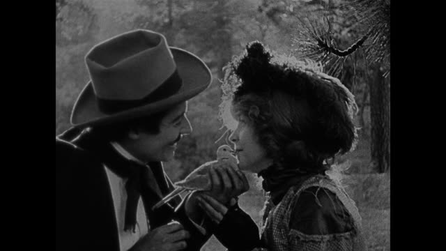 1860s a woman (lillian gish) and her suitor (henry b. walthall) kiss a dove while frolicking in the woods - neunzehntes jahrhundert stock-videos und b-roll-filmmaterial