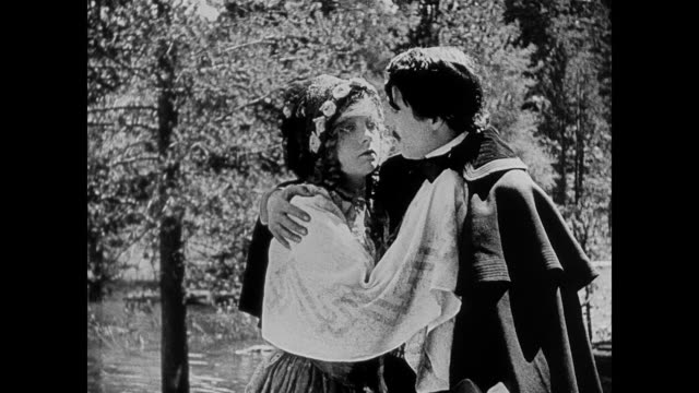 1860s a woman (lillian gish) and her suitor (henry b. walthall) share an emotional exchange while walking in the woods - neunzehntes jahrhundert stock-videos und b-roll-filmmaterial
