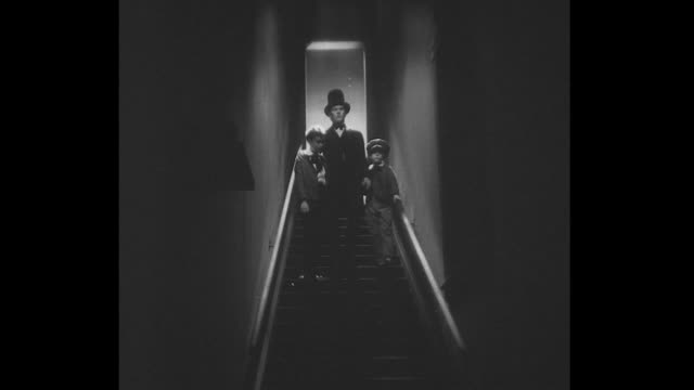 vídeos y material grabado en eventos de stock de 1860s abraham lincoln descends dark staircase with two young boys - sombrero de copa